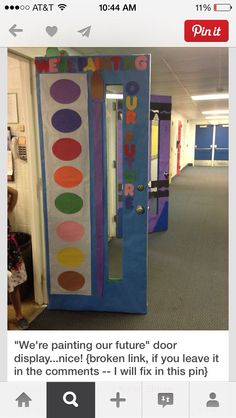 Daycare classroom decorations daycare decorating ideas infants tips toddler classroom theme toddler classroom door decorations Preschool Bulletin Boards, Classroom Bulletin Boards, Preschool Classroom, In Kindergarten, Preschool Art Display, Art Classroom Door, Friends Bulletin Board, Preschool Room Decor, Bullentin Boards