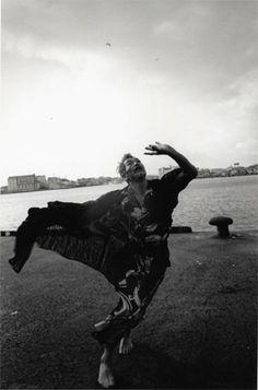 舞踏家・田中泯さんを追った平間至さん写真展-河原町三条で