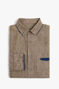 linen shirt with great details Fashion Details, Men's Fashion, Fashion Design, Tailored Shirts, Casual Shirts, Style Masculin, Shirt Style, Shirt Designs, Men Casual