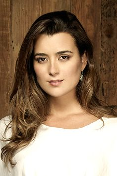 Cote de Pablo. Such a lovely romantic glow about her. Absolutely beautiful.