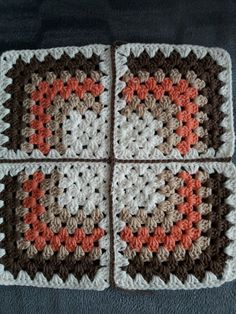 Granny Square 43 from When Granny Meets Filet. Crochet Motifs, Crochet Blocks, Granny Square Crochet Pattern, Crochet Stitches Patterns, Crochet Squares, Crochet Granny, Free Crochet, Stitch Patterns, Knitting Patterns