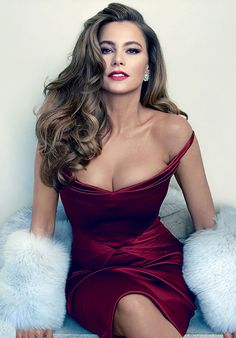 Sofia Vergara by Annie Leibovitz for Vanity Fair • 2015 I heart Sofia. She is funny and I love her accent