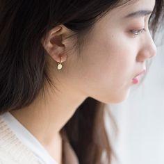 Gold Earrings For Kids, Gold Bar Earrings, Jewelry Design Earrings, Gold Earrings Designs, Simple Earrings, Baby Earrings, Black Gold Jewelry, Gold Jewelry Simple, Gold Jewellery
