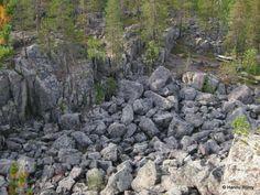 Finnish Lapland - 8.4.2013 Retkipaikka delta, geo:lat=66.80121995, geo:lon=24.16837773, geotagged, jäätikkö, jäätikköjoki, Jai-Paljukka, Lappi, lohkareikko, luontopolku, maisema, muinaisranta, Pello, purkausdelta, purkausuoma, vaara. Jai-Paljukan 10 metriä syvän purkausuoman pohjaa. by Hannu Rönty I Retkipaikka