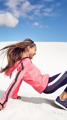 Comfortable fits, high-tech fabrics and shiny neon colours: explore our new sportswear for kids.   H&M Kids