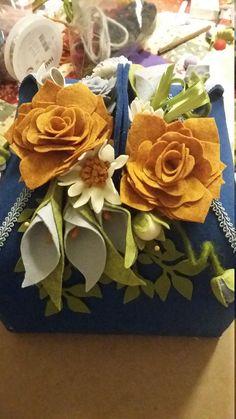 Portafocaccia in feltro 3mm blu e decorazioni in pannolenci.   Capienza: focaccia da 1 kg