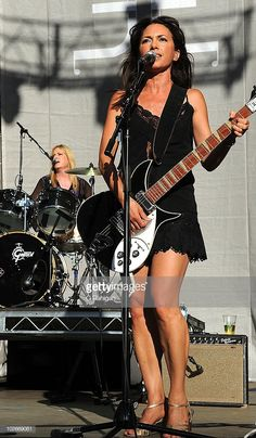 Drummer Debbi Peterson and Guitarist/Vocalist Susanna Hoffs of The Bangles perform during the 2010 Lilith Fair at the Shoreline Amphitheatre on July 2010 in Mountain View, California. Get premium, high resolution news photos at Getty Images Susanna Hoffs, Female Guitarist, Female Singers, Girl Drummer, Rock And Roll Girl, Bass, Women Of Rock, Guitar Girl, Musica