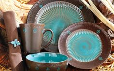 Turquoise Dinnerware for the Kitchen