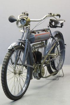 Terrot 1908 2¾hp 1 cyl sv Old School Motorcycles, Antique Motorcycles, American Motorcycles, Triumph Motorcycles, Harley Davidson, Motorised Bike, Bike Engine, Motorized Bicycle, Old Bikes