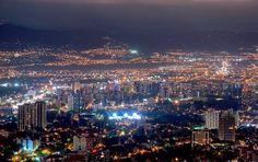 Nocturno de la Ciudad de Guatemala - foto de Al Argueta