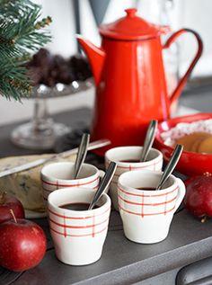 Tazas y jarra para el cafe en navidad