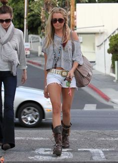 and she does it again. LOVE Ashley Tisdale's style