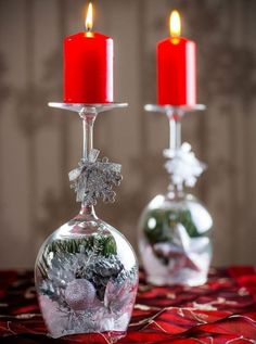 The warmth and light of the candles will create the right Christmas atmosphere, so you should not miss beautiful candlesticks in your home. You can also make originals from wine glasses or champagne! Nordic Christmas, Christmas Mantels, Simple Christmas, Christmas Holidays, Christmas Bulbs, Christmas Crafts, Christmas Glasses, Christmas Table Settings, Christmas Table Decorations