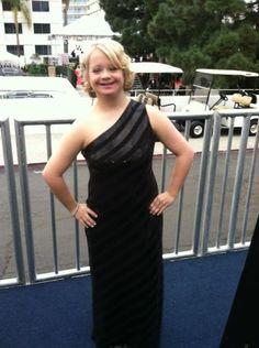 Lauren Potter (Becky) looking fierce! Lauren Potter, Glee Fashion, Glee Club, Rachel Berry, Celebs, Celebrities, Plays, Actresses, Formal Dresses