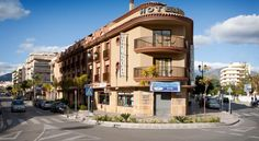 Hotel Galicia Fuengirola Located 200 metres from Fuengirola Beach, Hotel Galicia offers air-conditioned accommodation with free Wi-Fi and flat-screen TVs. It is just 10 minutes' walk from the centre of Fuengirola.