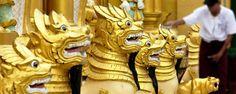 Yangon en Birmanie ! Découvrez la pagode de Shwedagon. Haute de 112 m, son sommet est orné d'une boule en or et incrusté de plus de 2 500 pierres précieuses, c'est l'une des plus belles pagodes du monde - #easyvoyage #easyvoyageurs #clubeasyvoyage #terresdevoyages #travel #traveler #traveling #travellovers #voyage #voyageur #holiday #holidaytravel #tourism #tourisme #birmanie #burma #yangon #shwedagon