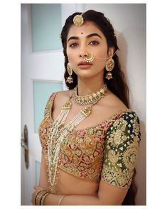 Bollywood fashion 563864815846627092 - Bridal Jewellery Inspirations To Take From Housefull 4 Actresses Source by onebloodonerace Bridal Jewellery Inspiration, Bridal Jewelry Sets, Bridal Hair Accessories, Wedding Jewelry, Housefull 4, Rajputi Jewellery, Bollywood Fashion, Bollywood Actress, Indian Bridal
