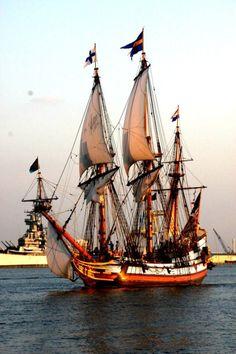 Tall Ship Under Sails Plane Photos, Old Sailing Ships, Wooden Ship, Yacht Boat, Tug Boats, Sail Away, Submarines, Tall Ships, Model Ships