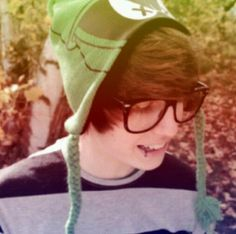 //FaceClaim:JeydonWale// Hey, I'm Jeydon, I like music and have a cat named Mokus. I'm 22, and love taking pictures.
