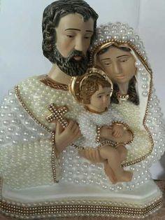 Imagem Sagrada Família Dourada - Pérolas E Strass (18cm) - R$ 70,00 Mother Mary Images, Images Of Mary, Interactive Art, Madonna, Catholic, Glass Art, Christmas Crafts, Glamour, Christian