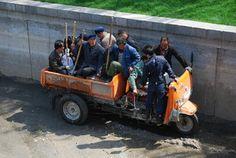 chinesische Wanderarbeiter Nongmingong in Beijing, China Beijing China, Monster Trucks, The Incredibles, Amazing, Pictures, Migrant Worker, Hiking, Photos, Resim