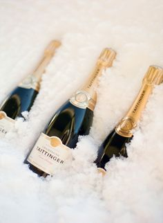 Having a winter celebration or wedding? Chill your champagne on snow! |10 Winter Wedding Drink Ideas - Style Me Pretty