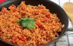 Skinny Mexican Rice - a healthy side dish recipe that makes any night a fiesta! Mexican Food Recipes, Vegetarian Recipes, Cooking Recipes, Healthy Recipes, Mexican Meals, Ww Recipes, Mexican Dishes, Clean Eating, Gastronomia