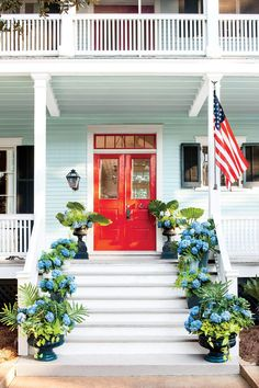 Gardening With Containers American Beauty Front Door Container - Knock, Knock: Create an Eye-Catching Entryway With These Colorful Containers. Front Door Plants, Front Porch Planters, Front Door Colors, Front Porches, Garden Planters, Porch Plants, Garden Gate, Best Exterior Paint, House Paint Exterior