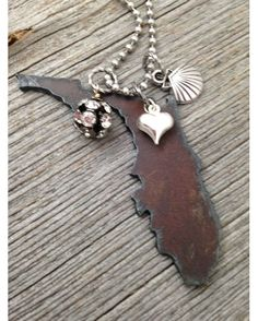 Women's Shell I Love Florida Necklace http://www.countryoutfitter.com/products/99610-womens-shell-i-love-florida-necklace
