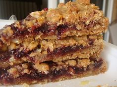 I'm trying out a few recipes for some catering jobs I have coming up next week. I thought these raspberry bars looked tasty and would be nic. Healthy Cake Recipes, Vegan Desserts, Sweet Recipes, Baking Recipes, Delicious Desserts, Healthy Flapjack, Flapjack Recipe, Oat Cookies, Cookie Bars