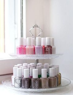 Appealing DIY (and a few others) Make Up Organizer - I .- Ansprechende DIY (und ein paar andere) Make Up Organizer – Ideen OK Your nail polishes are just boring on a shelf? How about this Etagère for storage? Make Up Organizer, Make Up Storage, Smart Storage, Diy Storage, Storage Room, Tool Storage, Cake Storage, Storage Trolley, Makeup Organization
