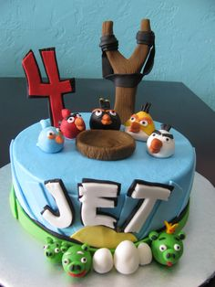 Angry birds cake Angry Birds Birthday Cake, 5th Birthday Boys, Bird Birthday Parties, Gâteau Angry Birds, Fondant, Dino Cake, Edible Creations, Bird Cakes, Minecraft Cake