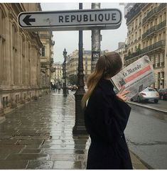 Find images and videos about sky, travel and city on We Heart It - the app to get lost in what you love. My Academia, Paris Ville, Poses, Photo Instagram, City Girl, Looks Cool, Belle Epoque, Aesthetic Pictures, Parisian
