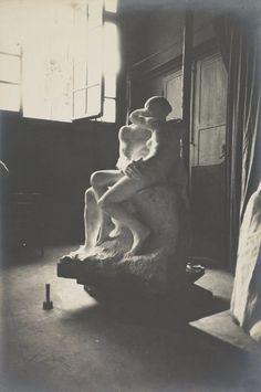Eugène Druet, 'Le Baiser en marbre dans l'atelier du Dépôt des marbres (The Kiss in marble in the Dépôt des marbres studio),' c. 1898, Musée Rodin