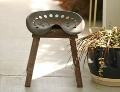 Vintage Tractor Seat Stool: Rusty and old tractor seat made into garden stool. Dad made some like this with a milk can instead of a stool! AWESOME - brings back memories Tractor Bedroom, Tractor Seat Bar Stools, Vintage Tractors, Repurposed Items, Western Decor, Boy Room, Diy Furniture, Wicker Furniture, Furniture Styles