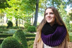 Knit infinity scarf dark purple and black acryl for by byvala, €40.00