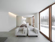 Mooi is de lichtlijn bij de muur en het contrast tussen wit en hout - John Pawson - Palmgren House