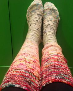 My drawer are started to get full of knitted jumpers but I really enjoy knitted : it is a great way for me to relax. So I needed to find interesting projects that would take time but not as many sp…