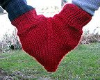 Knit a Smitten for you and your lover… or for a loved one to use as a muff… either way, nothing says love quite like a smitten… Free Ravelry Download