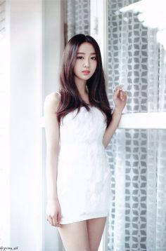 LOONA | Yves 이브 | Ha Sooyoung 하 수영 | May 24th, 1997 | 166 cm