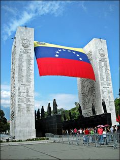 Paseo Los Próceres, es un monumento creado en honor a las luchas independentistas el cual representa a escala urbana la institución militar venezolana. Inaugurado en 1956.