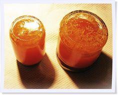 Fünf Minuten auf den Kopf stellen und danach kann das große Schlemmen losgehen - unsere Rezept für hausgemachte Marmelade ist gelingsicher und ein Glanzlicht beim Frühstück. Ein Hoch auf die beginnende Beerensaison!
