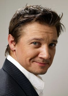 Jeremy Renner-- The reason  why the ladies  of Modesto, Ca ... go gaga ~ he's from Modesto ,ca lol