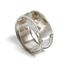 Fabiana Gadano. Bracelet: Refugios 3, 2009. Sterling silver. 8.5 x 8.5 x 4.5 cm.