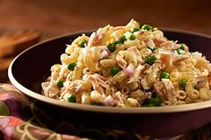 Discover incredible flavor when you prepare this creamy Tuna Pasta Salad! Add green peas, red onions and dill weed to this delicious Tuna Pasta Salad dish. Creamy Tuna Pasta, Tuna Salad Pasta, Pizza Pasta Salads, Meat Salad, Pasta Salad Recipes, Seafood Recipes, Tuna Dishes, Salad Dishes, Boricua Recipes