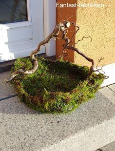 # weihnachtsdekoration - Ostern - Miss Marjolaine Schinner Diy Garden Decor, Garden Art, Deco Floral, Floral Design, Christmas Flower Arrangements, Pot Jardin, Diy Projects For Beginners, Nature Crafts, Outdoor Gardens