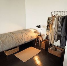 35 Brilliant Small Bedroom Decor Ideas That You Definitely Like - The biggest designing mistake while doing up your small bedroom is: over-accessorizing and crowding it with sundry and inappropriate furnishing items. Small Room Bedroom, Room Ideas Bedroom, Home Bedroom, Bedroom Decor, Bed Room, Very Small Bedroom, Small Room Interior, Bedding Decor, Bedroom Signs