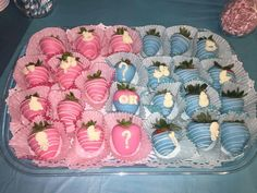 Baby gender reveal for a baby shower party Baby gender reveal for a baby shower party reveal ideas Gender Reveal Food, Simple Gender Reveal, Twin Gender Reveal, Gender Reveal Party Games, Pregnancy Gender Reveal, Gender Reveal Party Decorations, Gender Party, Baby Shower Gender Reveal, Baseball Gender Reveal