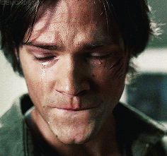 wordless crying / silent tears / sadness / grief – Jared Padalecki as Sam Winchester – Supernatural SPN Supernatural Sad, Supernatural Imagines, Crying Aesthetic, Aesthetic Movies, Man Crying Gif, Sam Winchester Gif, Sad Movies, Body Photography, Murphy The 100