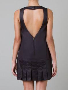 PISCINA Vestido preto  R$ 278,00R$ 194,60 12 x R$ 16,22 http://ad.zanox.com/ppc/?30691238C18628954&ULP=[[http://www.farfetch.com/br/shopping/women/piscina-vestido-preto-item-10690266.aspx?storeid=9633&ffref=lp_197_&utm_source=zanox&utm_medium=Display&utm_campaign=custom_deeplink]]